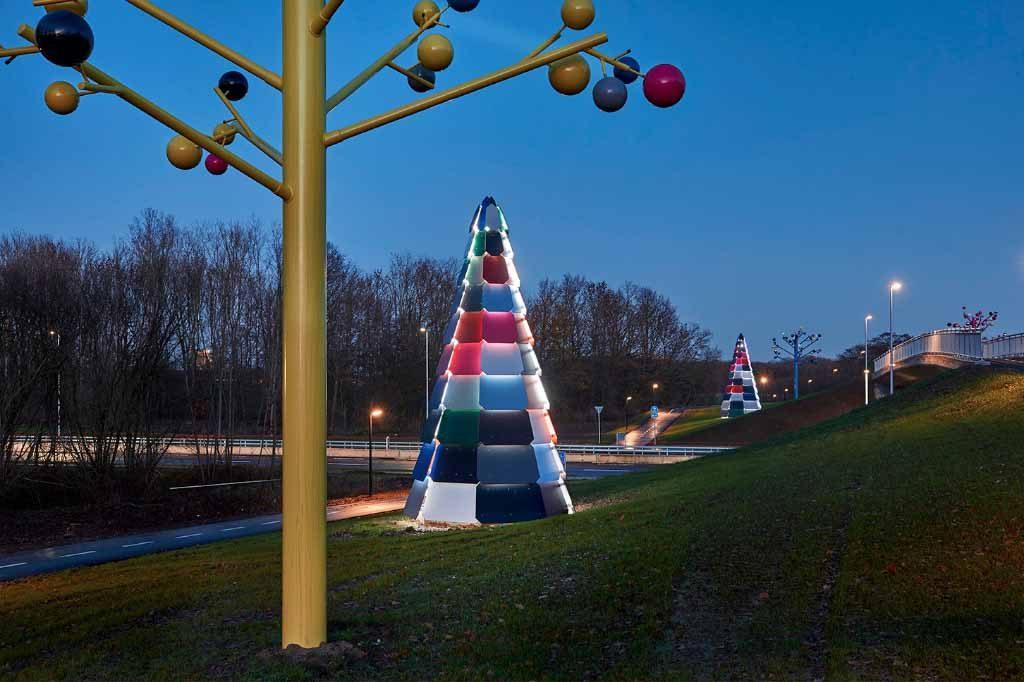 Skulpturgruppe Ved Brombærstien,aftenbelysning,Peter Holm 2015,udsmykning ,Munkebjergvej, Odense,art In Public Spaces